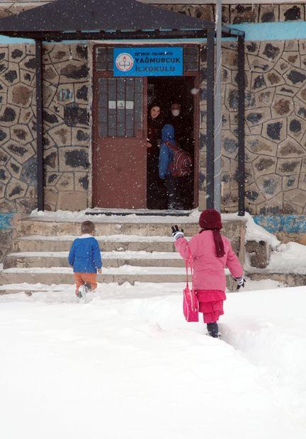 Doğu Anadolu'da eğitime kar engeli