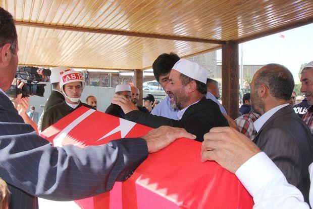 Erzurum Suriye şehidini son yolculuğuna uğurladı