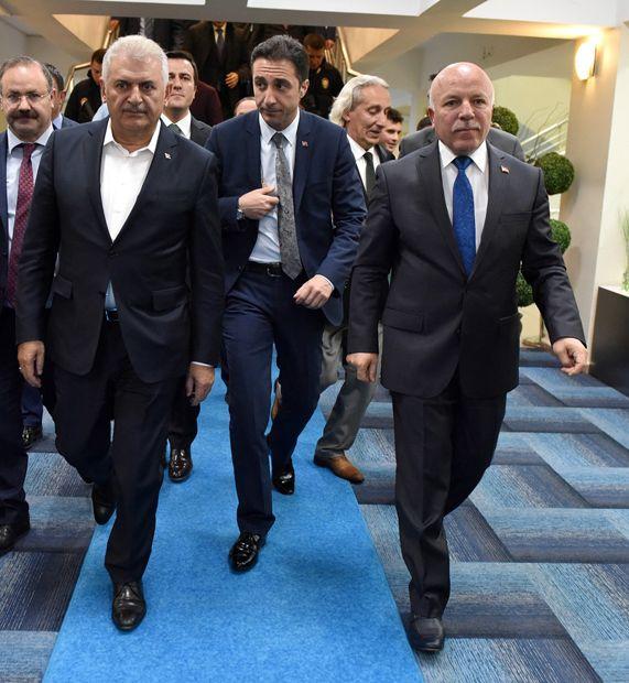 Başbakan Yıldırım, Erzurum Büyükşehir Belediyesi'ni ziyaret etti