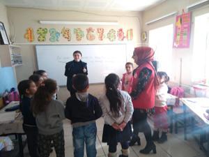 Gönüllü eğitim timi iş başında