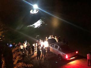 Minibüs Fırat Nehri'ne uçtu: Ölü ve yaralılar var
